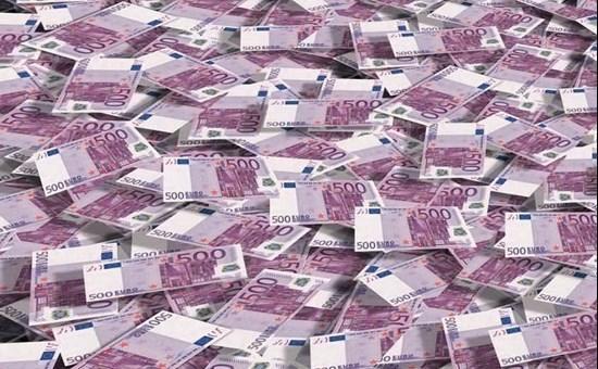 Giallo in una banca svizzera: gabinetti ostruiti da banconote da 500 euro!
