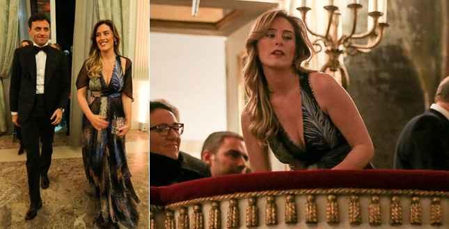 Prima al San Carlo: la Boschi inciampa e sbaglia vestito! (video)