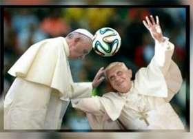 papa-bergoglio-papa-ratzinger-ironia